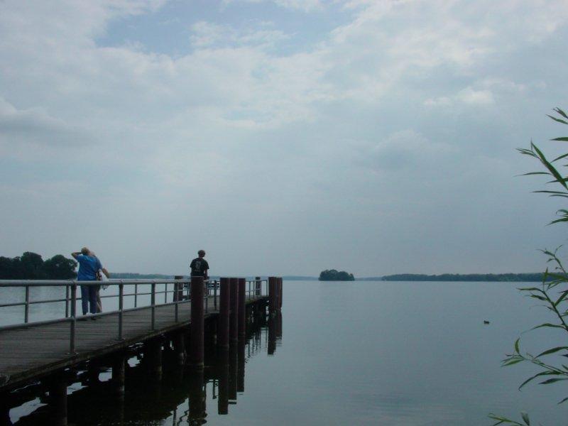 바람이 조용한 날이라 호수물도 잔잔합니다.